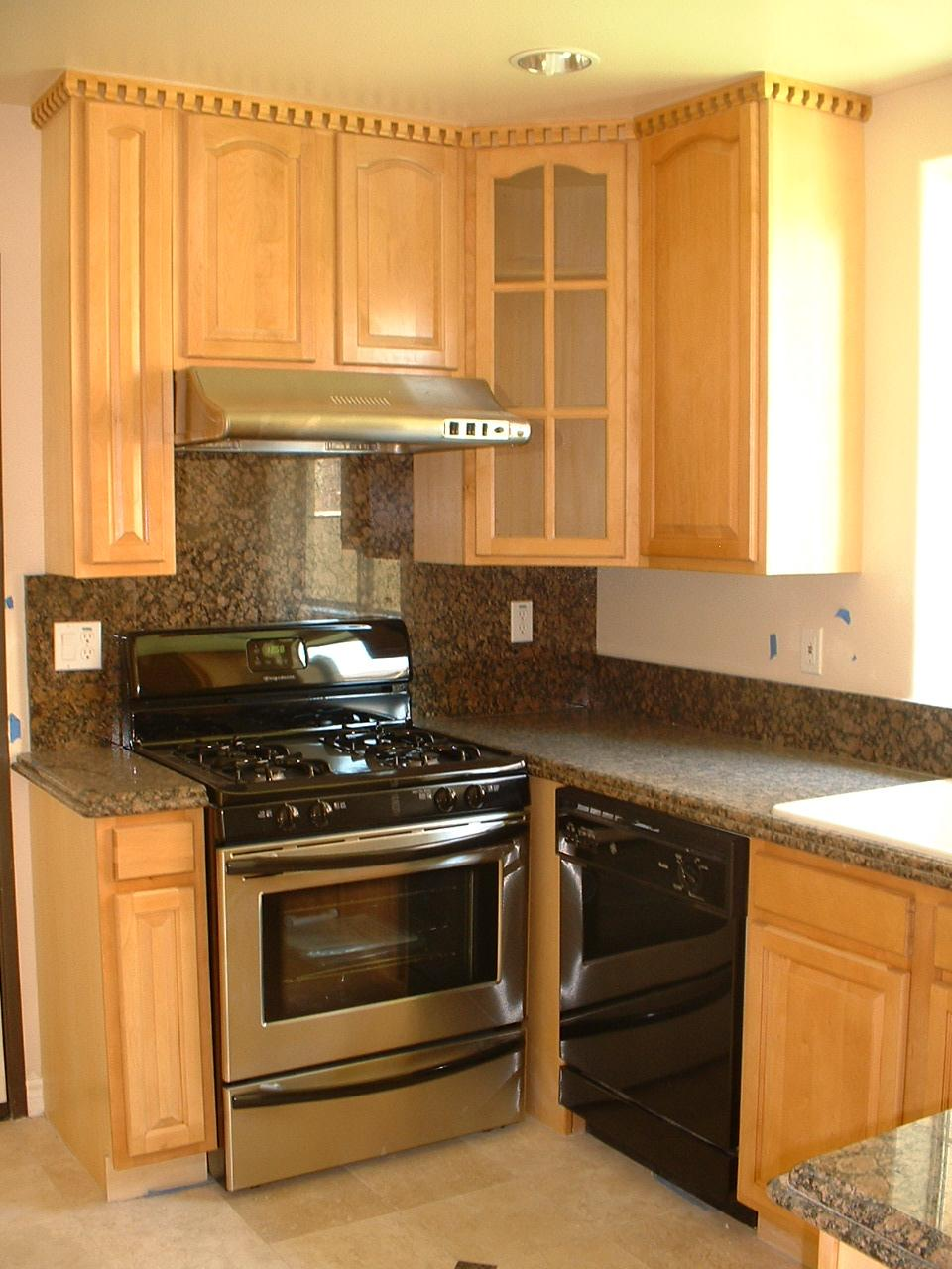 Maple kitchen cabinets with cherry stain home design for Cherry vs maple kitchen cabinets